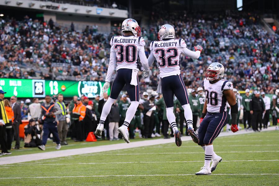 Patriots renovam com os irmãos Devin e Jason McCourty